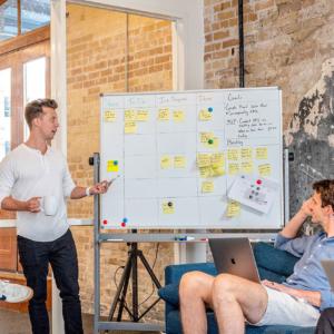 Saat Yrityslautturin osaamisen käyttöösi käytännönläheisissä johtamis-, palvelu- ja myyntivalmennuksissa.